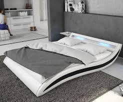 Schlafzimmer Mit Betten In Komforth E Polsterbett Adonia 140x200 Cm Weiss Schwarz Mit Led Möbel Betten