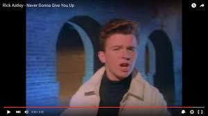 Rick Astley Thanksgiving Day Parade Rick Astley Learns To Roll With His Oddly Enduring Fame Tbo Com