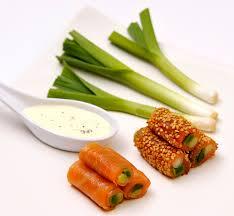 cuisiner le poireau recettes recette makis de mini poireaux de saumon apéritifs entrées