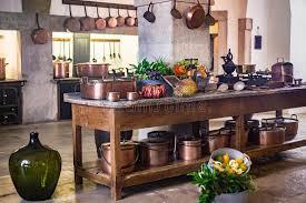 cuivre cuisine cuisine des casseroles et des pots médiévaux d en cuivre de
