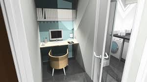 dans un bureau de bureau dans un couloir