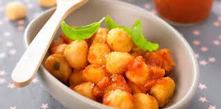 cuisiner les gnocchis gnocchis à la sauce tomate facile et pas cher recette sur cuisine