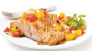 cuisiner avec du gingembre saumon rôti et garniture au gingembre à l orange et aux tomates