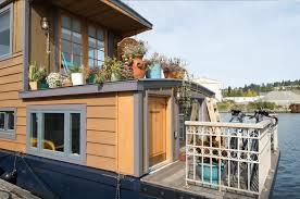 5 Bedroom Houseboat 5 Amazing Houseboats You Can Rent On Airbnb