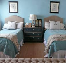 Small Bedroom With 2 Beds Love This Shared Headboard With Two Twin Beds Could Scoot Them