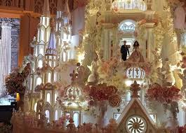 castle wedding cake behold a wedding cake castle that s 16
