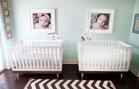 chambre pour jumeaux 102 idées originales pour votre chambre de bébé moderne jumeaux