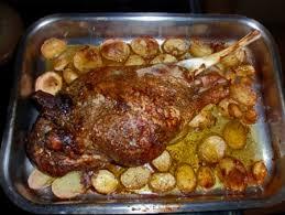 cuisiner epaule agneau recette gigot d agneau aux pommes boulangères cuisinez gigot d