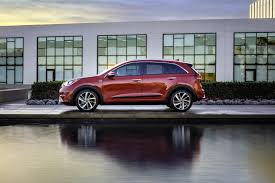crossover cars 2017 all new 2017 kia niro is a 50mpg dedicated hybrid crossover