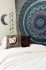 order of pillows on bed best 25 tapestry bedroom ideas on pinterest tapestry bedroom