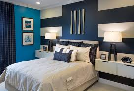 chambre peinte en bleu osez le mur bleu pour une chambre rafraîchissante