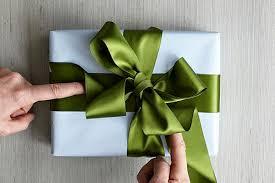 big present bow 8 creative christmas gift wrap ideas linentablecloth