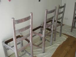 repeindre une table de cuisine en bois repeindre ses chaises en bois plaisant repeindre chaise en bois