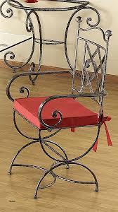 chaises en fer forg chaises fer beautiful ensemble jardin table et chaise guermantes n