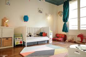 chambre design enfant espace lecture pour une chambre d enfant avec fauteuil vintage en