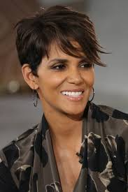 back view of halle berry hair halle berry is so beautiful outer beauty pinterest halle
