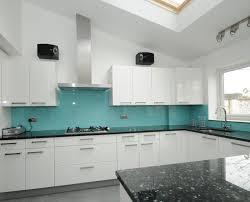 kitchen splashbacks ideas turkusowy kolor to hit poprzednich sezonów ma licznych wielbicieli