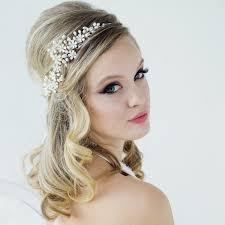 coiffure mariage boheme couronnes de fleurs mariage coiffure mariee chignon retro vintage