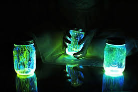 Have Fun At Nights With These DIY Glow In The Dark Lighting Jars