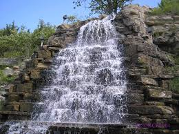 Kansas waterfalls images Briarcliff waterfall hunting fountains in kansas city jpg