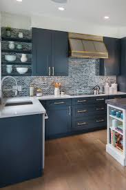 white shaker kitchen cabinets wood floors blue cabinets with granite countertops design ideas