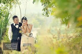 wedding shoes jogja pre wedding photoshoot n engagement photography w vintage vespa in