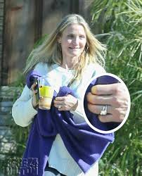upgrading wedding ring cameron diaz flaunts an even bigger wedding ring following one