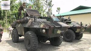 light armored vehicle for sale us soldiers checking out philippine army u0027s commando u0026 simba