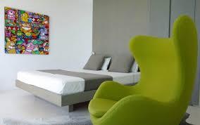 fauteuil pour chambre a coucher 92 idées chambre à coucher moderne avec une touche design