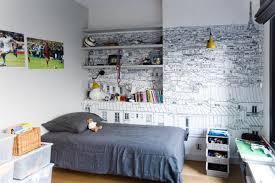 tapisser une chambre hommage à dans cette chambre d adolescent qui offre un mur