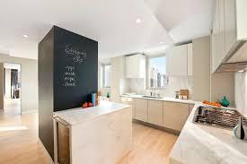 cuisine au milieu de la cuisine avec poteau au milieu get green design de maison