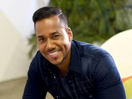 romeo haircut have you ever wondered why romeo santos always poses the same way