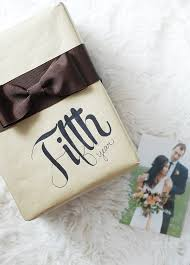 How To Wrap Wedding Gifts - gift wrap idea how to create a bow using ribbon hello island