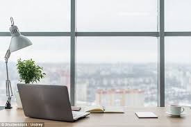 Minimalist Workspace Dr Suzy Green On What Your Desk Says About You Daily Mail Online