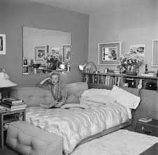 Marilyn Monroe Bedroom Furniture Marilyn Monroe U0027s Awesome Sofa Couch Bed To Get Pinterest