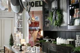 Christmas Decorating Ideas For Your Kitchen by 21 Christmas Dining Room Decorating Ideas With Festive Flair