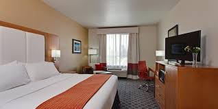 2 bedroom suites in hollywood ca holiday inn express north hollywood burbank area hotel by ihg