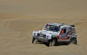 land rover desert photo range rover rallying land rover defender dakar desert sand