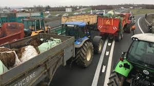 chambre agriculture tarn et garonne les agriculteurs en colère bloquent les autoroutes du tarn et