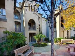 Apartment Courtyard Avana Canyon Crest Corporate Furnished And Extended Stay