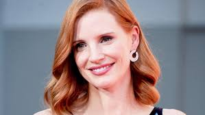 jessica chastain doesn u0027t dye her hair for movies u2014 and we love her