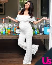What Should I Wear To My Baby Shower - roselyn sanchez u0027s throws hawaii themed baby shower
