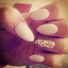 acrylic nails with gold ring finger point is very on trend