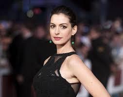 Anne Hathaway Vanity Fair Me Sentí Mal Con Un Vestido Que Cuesta Más De Lo Que Muchos Ganan