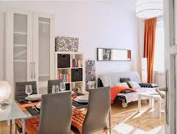 Wohnzimmer Altbau Modernes Aber Gemütliches Apartment Mit Altbau Flair In Wien