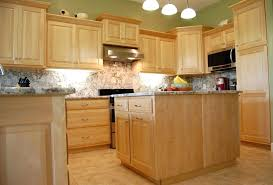kitchen wall colors with maple cabinets kitchen color ideas with maple cabinets light maple kitchen