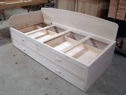 fabriquer canapé fabriquer un canapé lit en bois maison et mobilier d intérieur