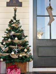 how to make christmas how to make a front porch christmas tree hgtv