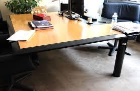 bureau carré bureau a plateau carre chs en bois naturel clair cintre dun