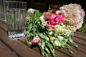 Arranging Flowers by Step By Step Flower Arranging Family Tides